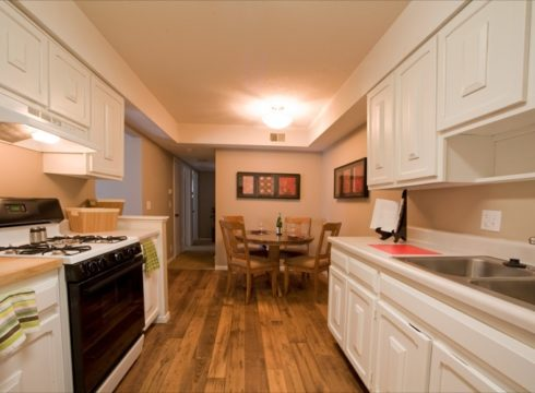 Four Seasons Apartments Midtown Omaha 1 Amp 2 Bedrooms