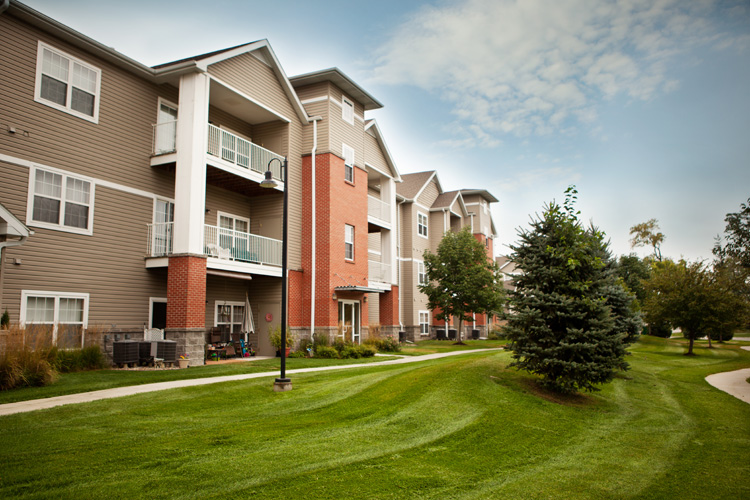 Peony Village Apartments 1 Amp 2 Bedrooms Central Omaha