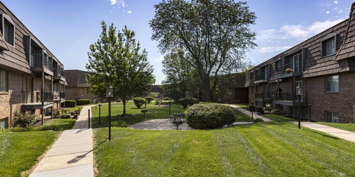 Four Seasons Apartments Midtown Omaha 1 Amp 2 Bedrooms